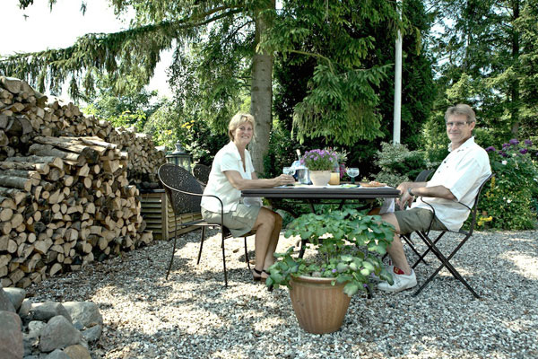 Mai and Claus in the garden of Bed and Breakfast Hotel Albertine
