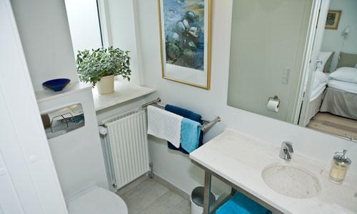 Room 2 has architect designed bathroom - Bed And Breakfast Hotel Albertine