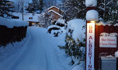snowy_driveway_to_the_cozy_bed_and_breakfast_hotel_albertine