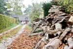 brennholz-zu-warm-und-gemutlich-romantisches-wochenende