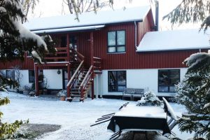 accommodation-at-albertine-in-the-winter-with-snow